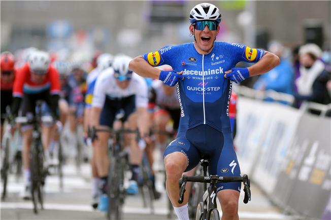 Davide Ballerini wins Omloop Het Nieuwsblad