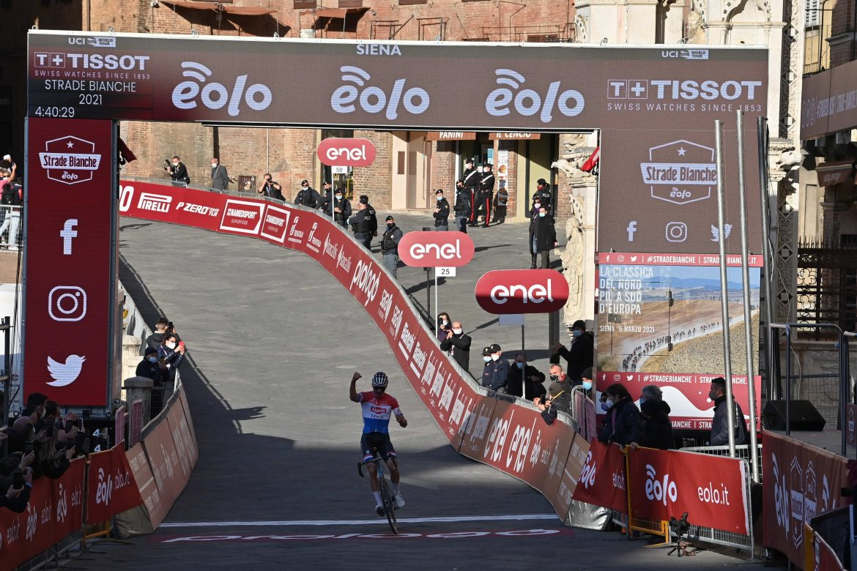 Mathieu van der Poel wins Strade Bianche