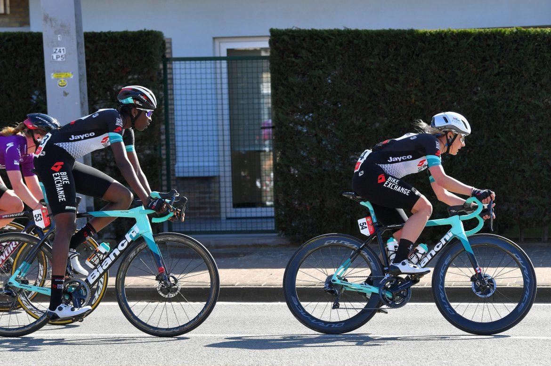 Team BikeExchange women head to Dwars door Vlaanderen with an open approach