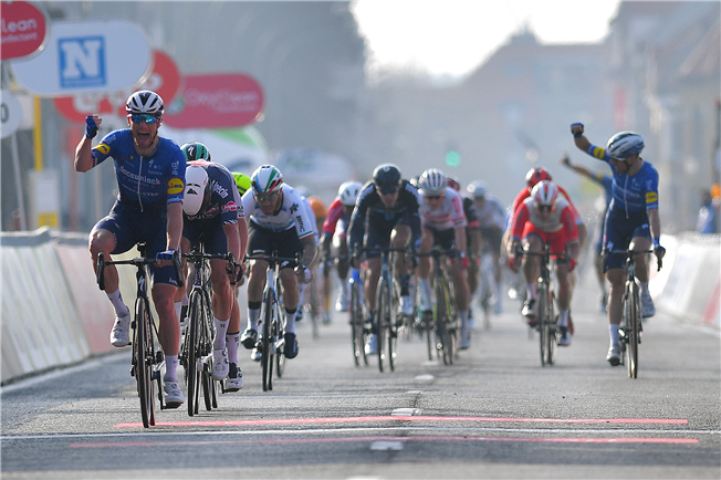 Sam Bennett dashes to victory at Driedaagse Brugge-De Panne