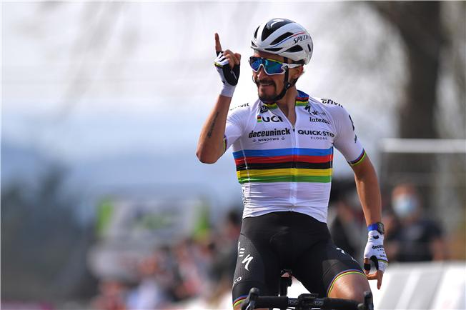 World Champion Julian Alaphilippe wins Flèche Wallonne