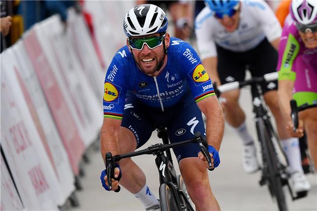 Mark Cavendish takes his 150th pro win
