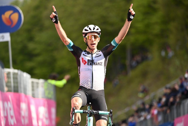 Simon Yates wins stage 19 of the Giro d'Italia, Egan Bernal retains the Maglia Rosa