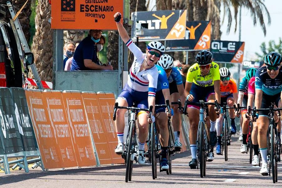 Alice Barnes wins stage three in Valencia