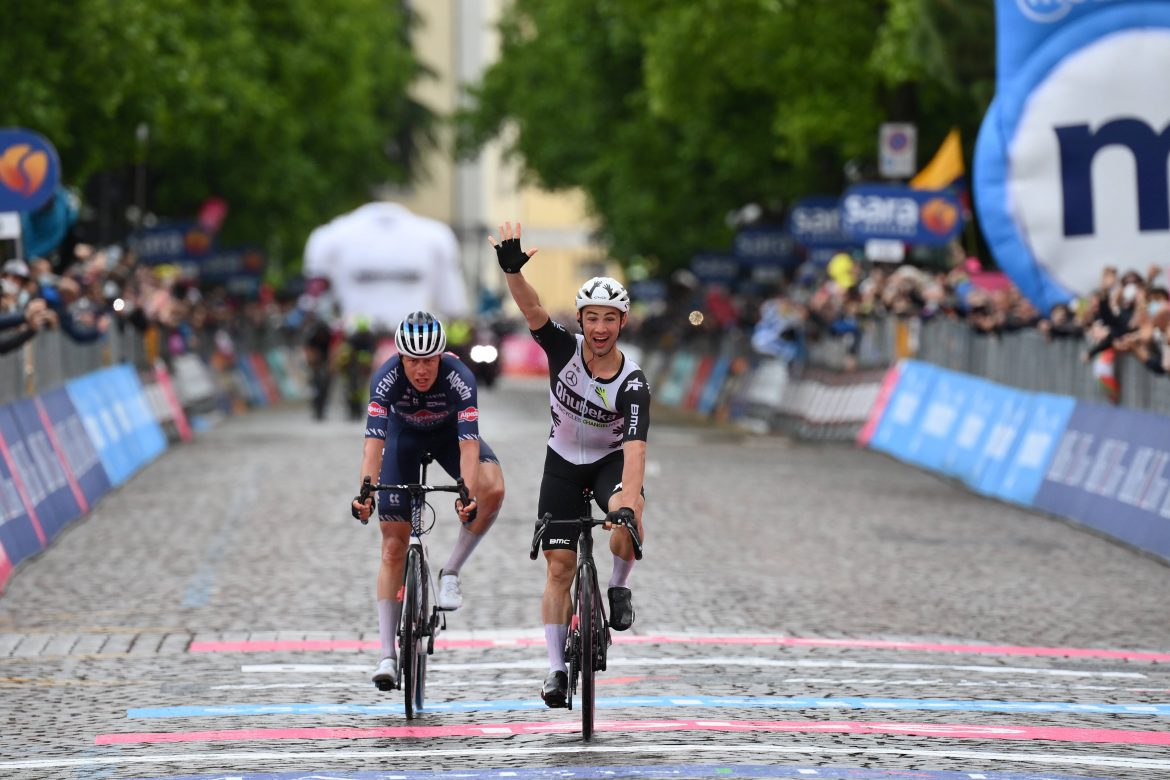 Victor Campenaerts wins stage 15 of the Giro d'Italia, Egan Bernal retains the Maglia Rosa
