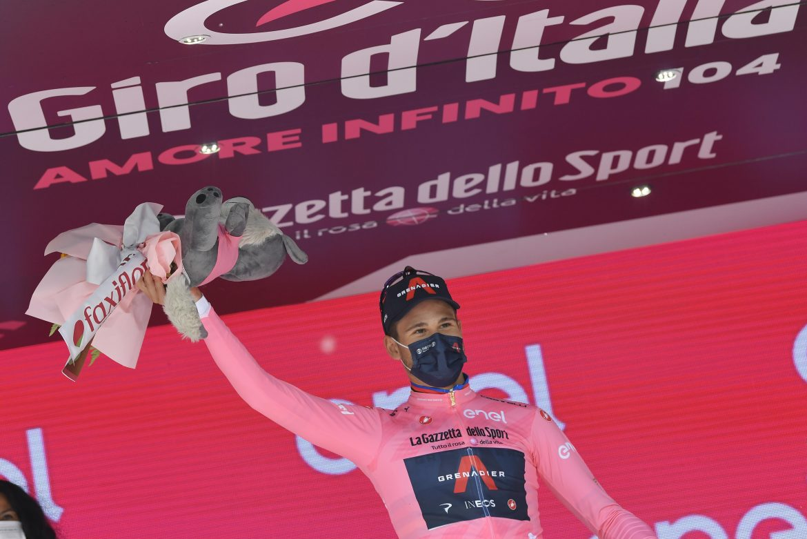 Filippo Ganna wins Stage 1 of the Giro d'Italia and wears the first Maglia Rosa