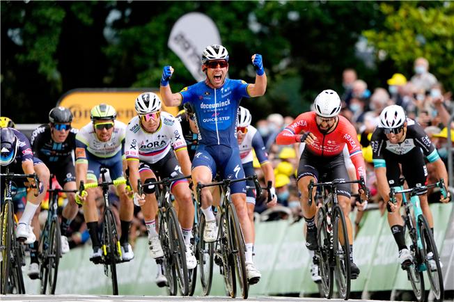 Mark Cavendish wins again at the Tour de France
