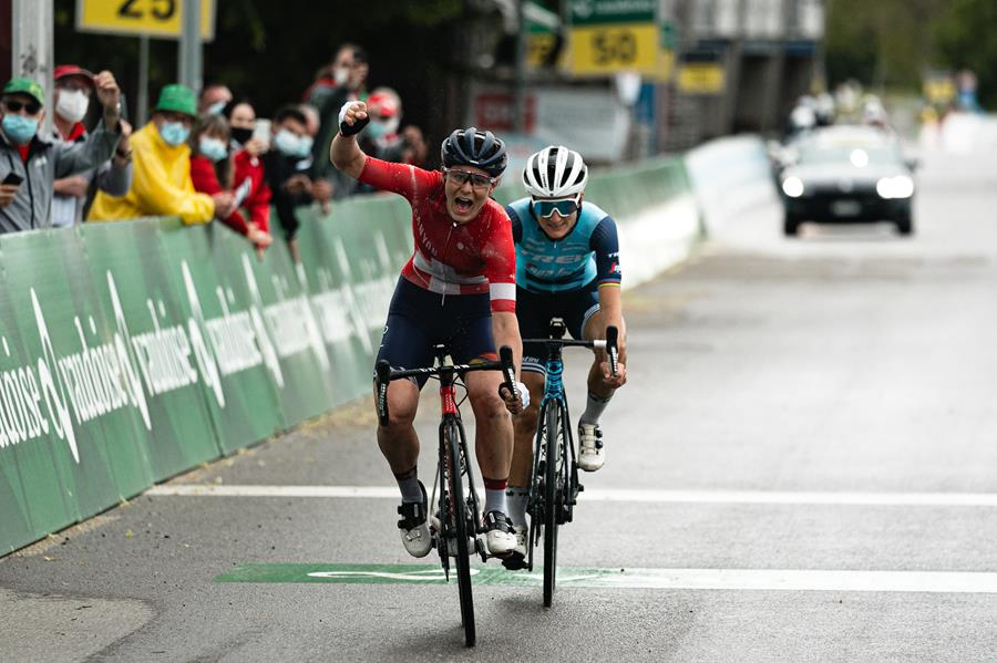 Elise Chabbey sprints to victory on stage one of Tour de Suisse Women