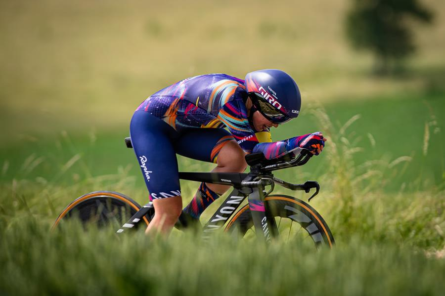 Lisa Klein moves back into GC lead after ITT win and a battle on the penultimate Giro day