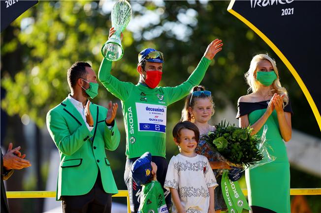 Mark Cavendish wins the Tour de France green jersey