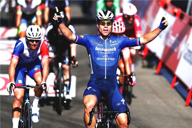 Jakobsen completes comeback with La Vuelta victory