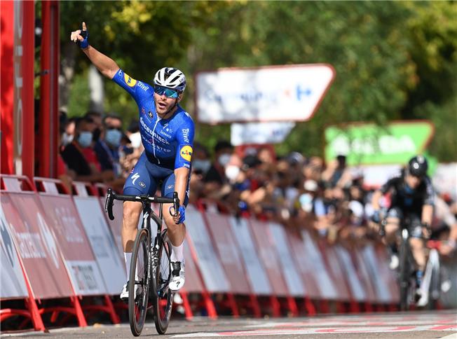 Florian Sénéchal takes maiden Grand Tour victory