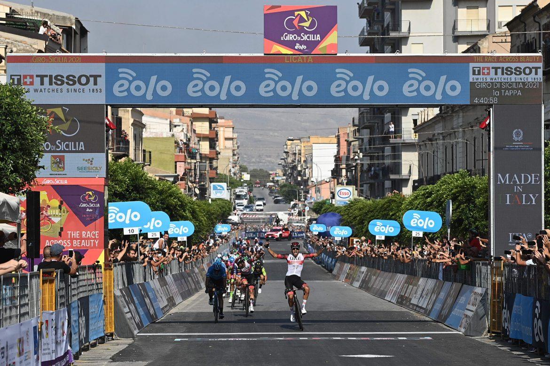 Molano wins Stage 1 of Il Giro di Sicilia