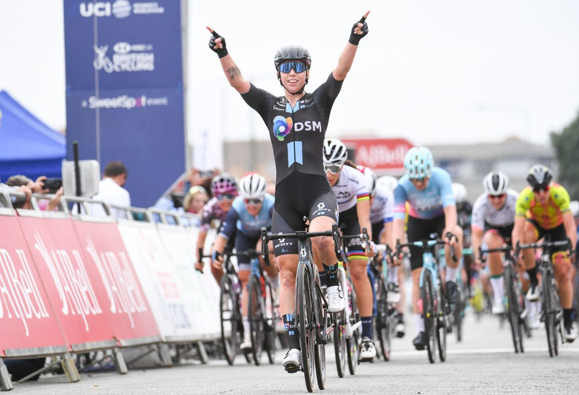 Lorena Wiebes doubles up in Clacton after AJ Bell Women's Tour thriller
