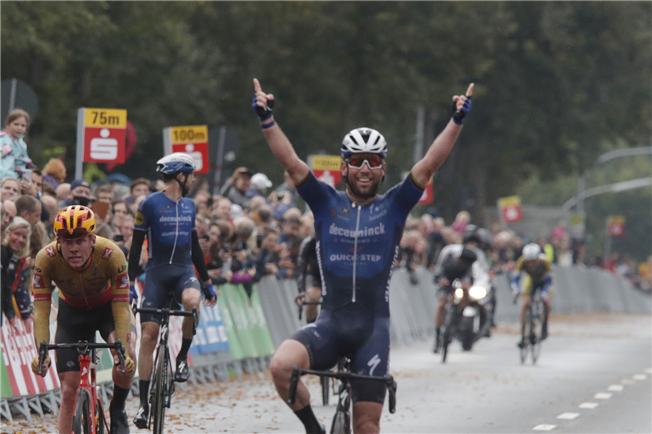 Mark Cavendish wins Münsterland Giro
